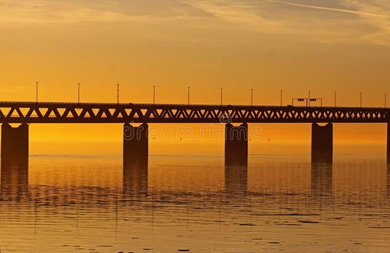 Puente anaranjado o conexión de oro imágenes de archivo libres de regalías