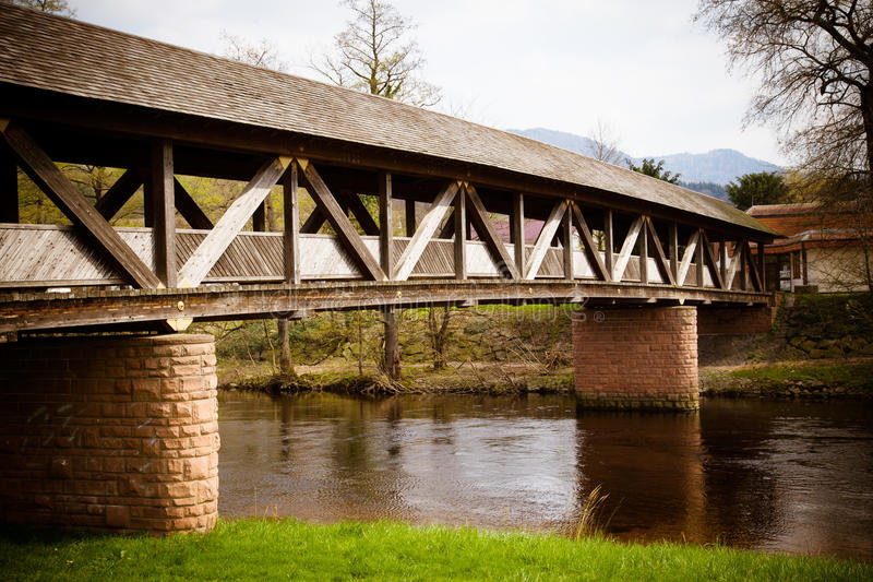 Puente asombroso de la escuela vieja fotografía de archivo libre de regalías