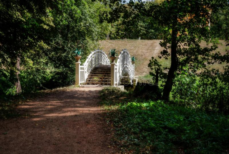 Puente blanco foto de archivo libre de regalías