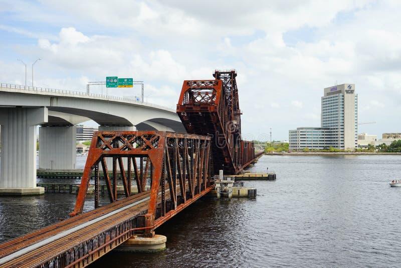 Puente céntrico de Jacksonville fotos de archivo