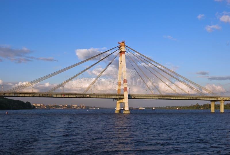 puente Cable-apoyado en Cherepovets imagen de archivo