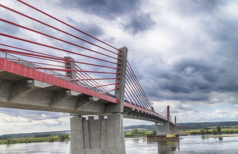 puente Cable-permanecido sobre el río Vistula imágenes de archivo libres de regalías