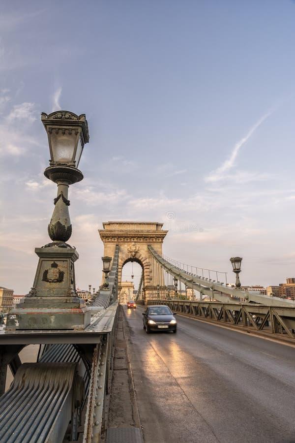 Puente Cadena Al Atardecer, Budapest, Hungría imagenes de archivo