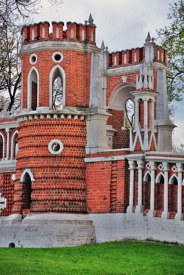 Puente calculado Arquitectura del parque de Tsaritsyno en Mosc? Foto de color imagenes de archivo
