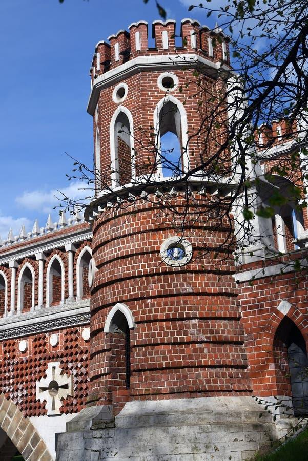 Puente calculado Arquitectura del parque de Tsaritsyno en Mosc? Foto de color imagen de archivo