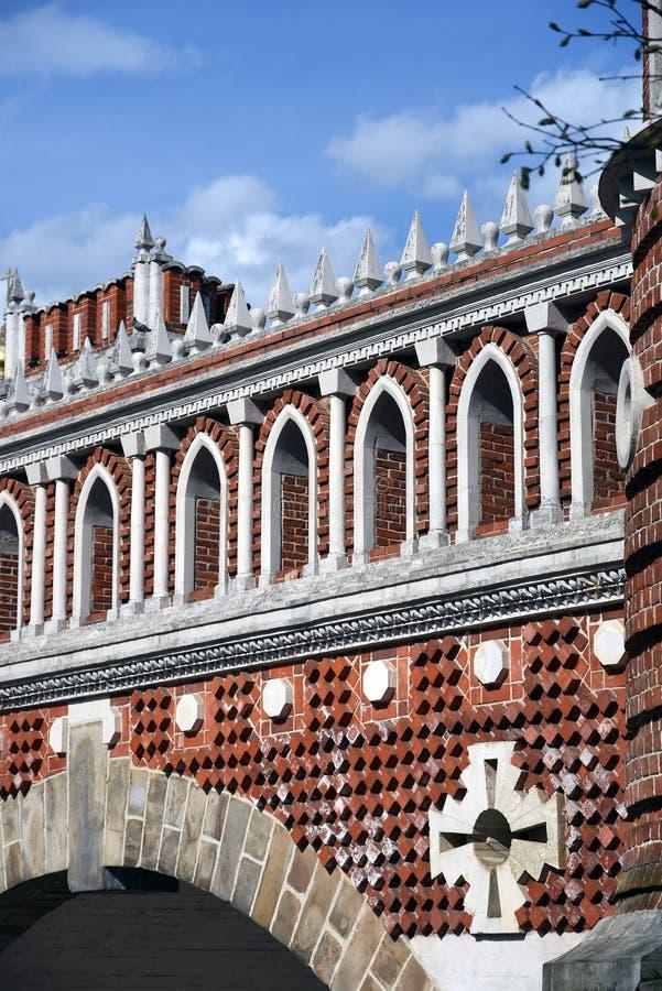 Puente calculado Arquitectura del parque de Tsaritsyno en Mosc? Foto de color imágenes de archivo libres de regalías