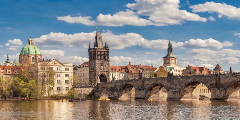 Puente Carlos, destino turístico en Europa foto de archivo