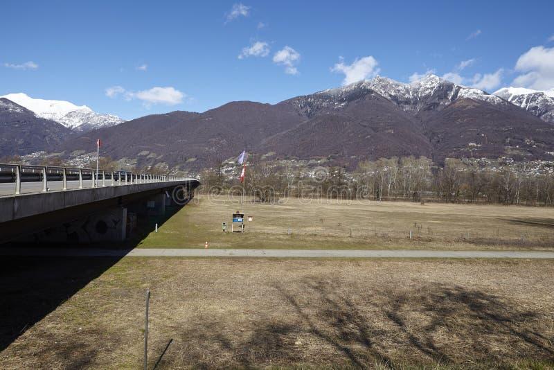 Puente cerca de Quartino Suiza, Tesino foto de archivo libre de regalías