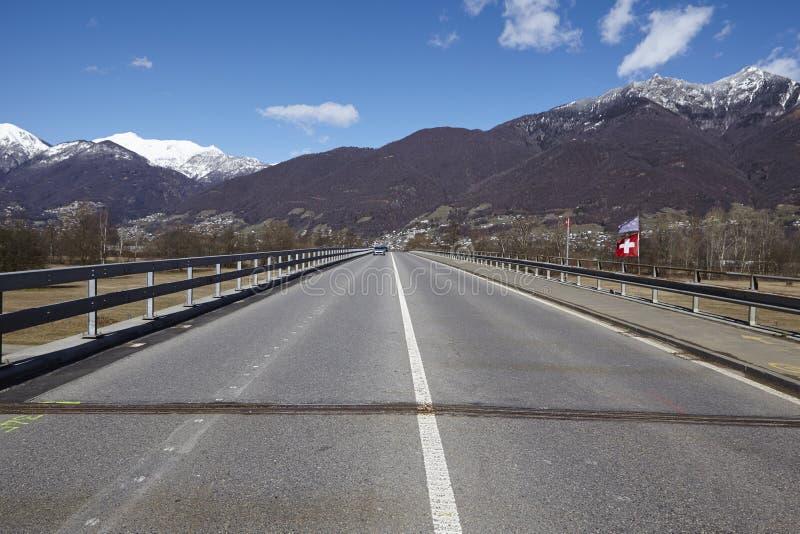 Puente cerca de Quartino Suiza, Tesino fotos de archivo libres de regalías