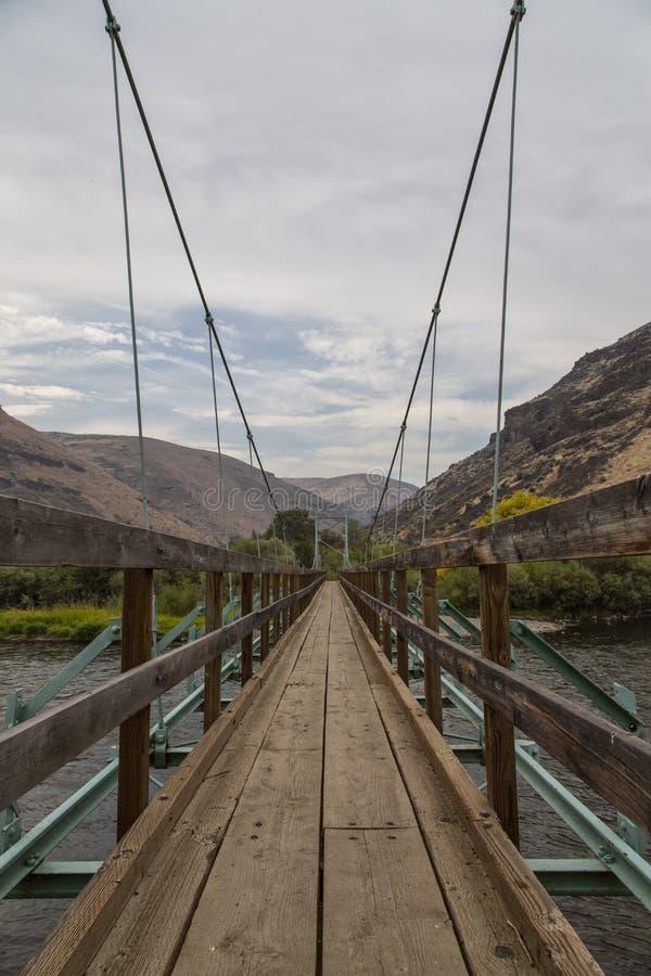 Puente colgante imagenes de archivo