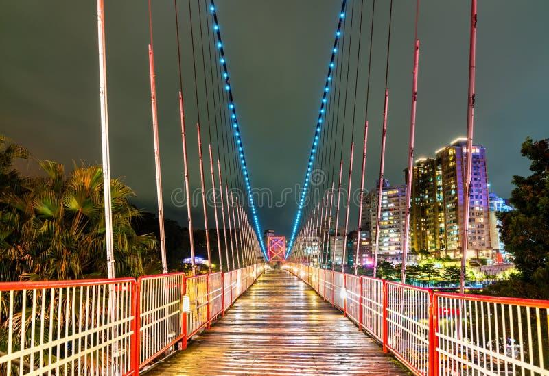 Puente colgante de Bitan en el distrito de Xindian de la nueva ciudad de Taipei, Taiwán imagenes de archivo