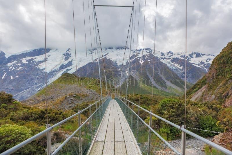 Puente colgante sobre el río de la puta, cocinero National Park, N del soporte foto de archivo