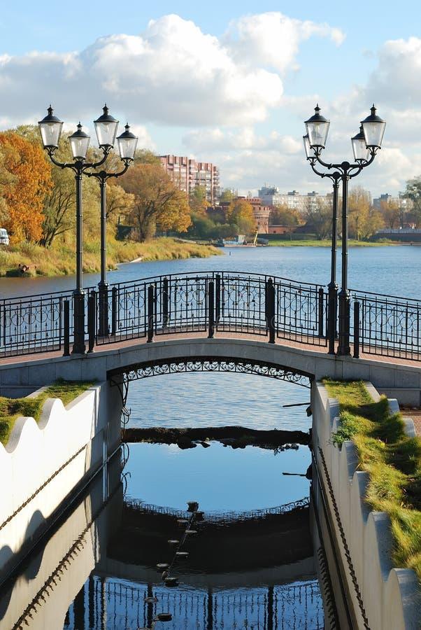 Puente con las linternas foto de archivo libre de regalías