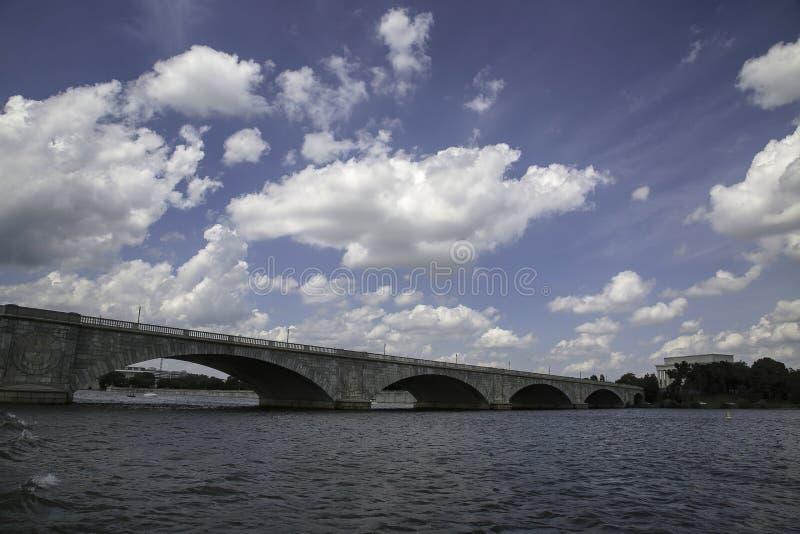 Puente conmemorativo de Arlington sobre el río Potomac foto de archivo