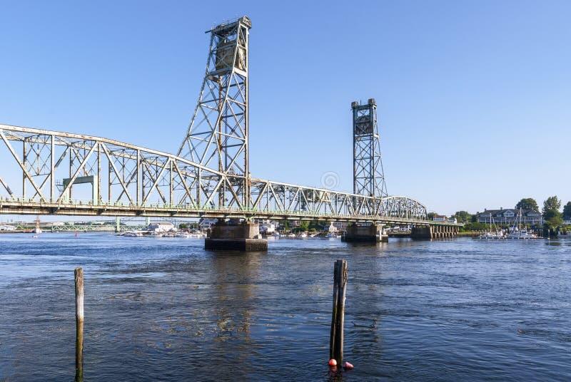 Puente conmemorativo de la Primera Guerra Mundial sobre el río de Piscataqua fotografía de archivo libre de regalías