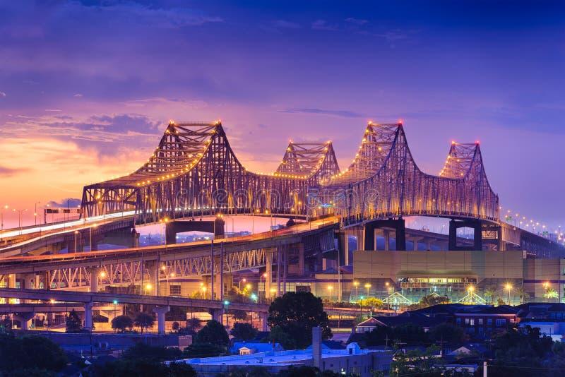 Puente crescent de la conexión de la ciudad imagenes de archivo