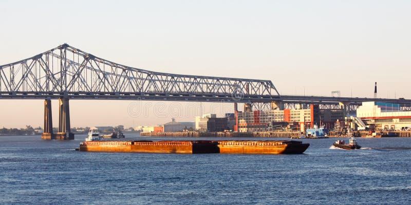 Puente crescent de la conexión de la ciudad de New Orleans fotografía de archivo libre de regalías