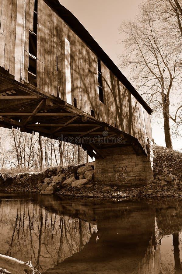 Puente cubierto abandonado viejo fotos de archivo libres de regalías