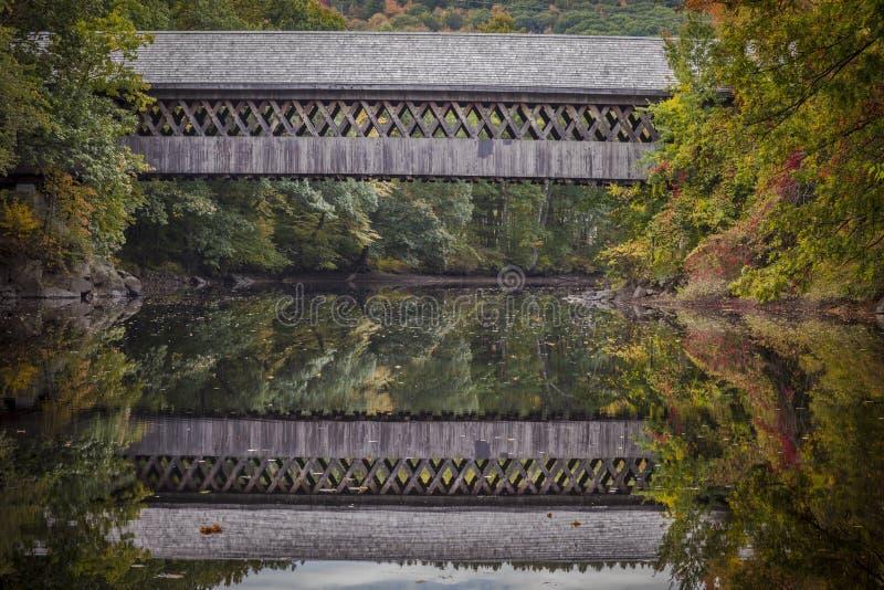 Puente cubierto de Henniker foto de archivo