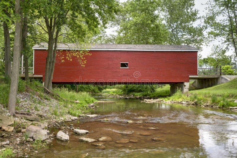 Puente cubierto de Roberts - Mayor en Ohio foto de archivo