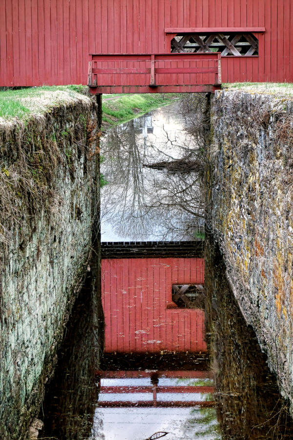 Puente cubierto histórico del condado de Bucks Uhlerstown fotografía de archivo libre de regalías