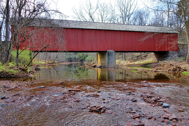 Puente cubierto histórico el condado de Bucks de Frankenfield fotos de archivo