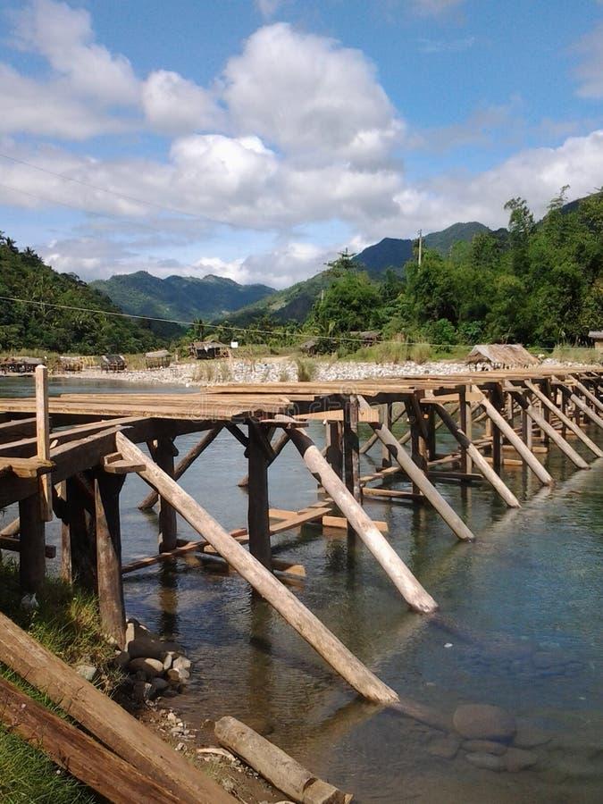Puente a Daraitan Filipinas fotos de archivo