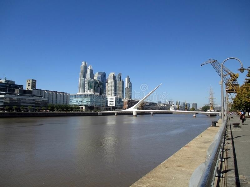 Puente de Λα Mujer Puerto Madero γειτονιά RÃo de Λα Plata Μπουένος Άιρες Αργεντινή στοκ φωτογραφία με δικαίωμα ελεύθερης χρήσης