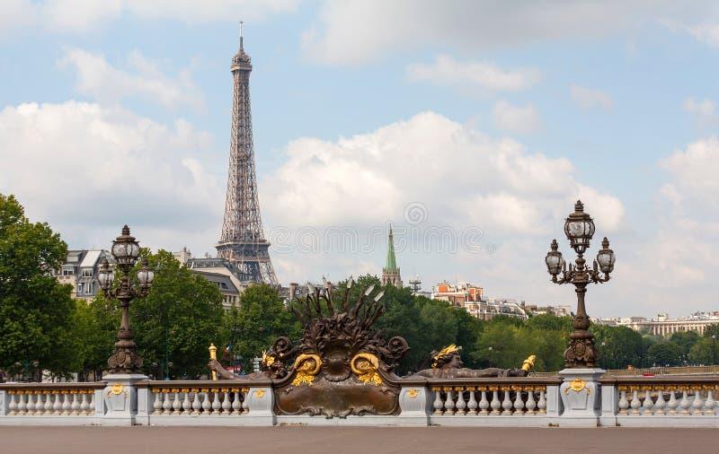 Puente de Alexander III en París con la torre Eiffel foto de archivo libre de regalías