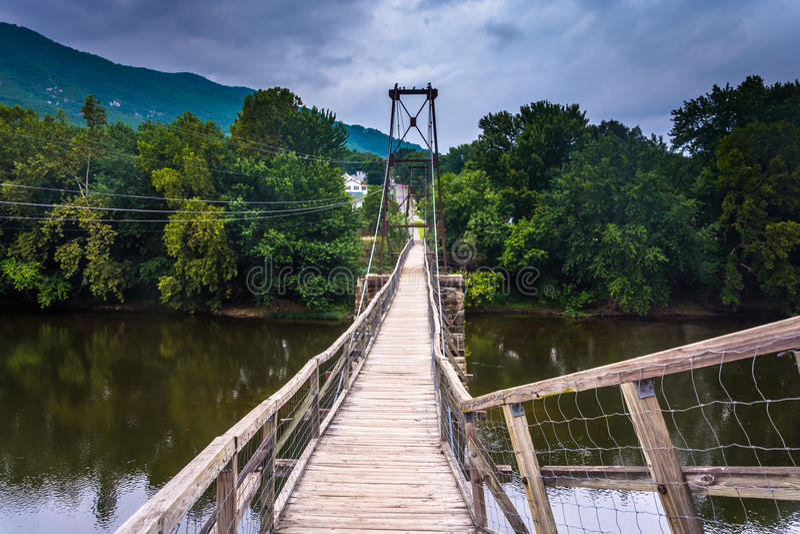 Puente de balanceo en Buchanan, Virginia imagenes de archivo