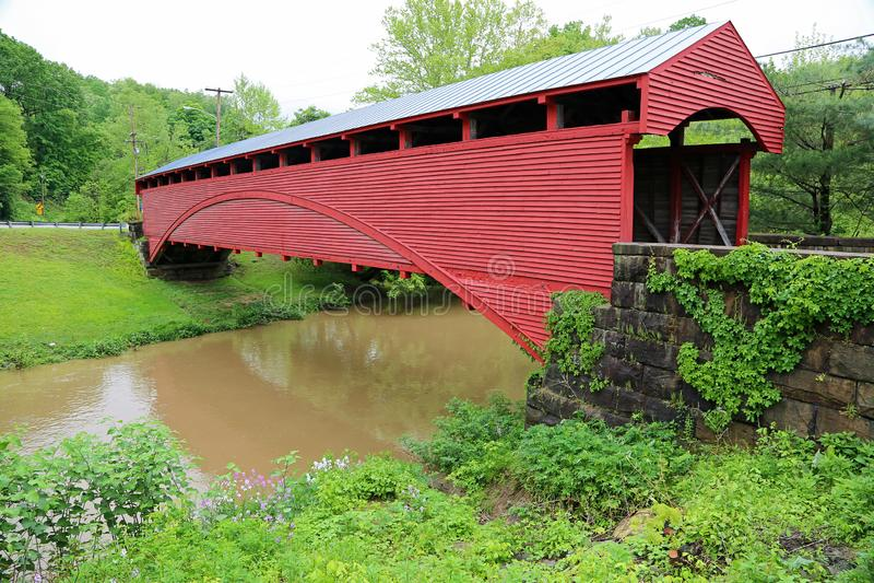 Puente de Barrackville a través de Buffalo Creek foto de archivo libre de regalías