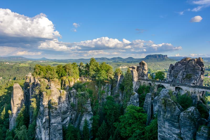 Puente de Bastei en Alemania, Sajonia Sajón Suiza del parque nacional imágenes de archivo libres de regalías