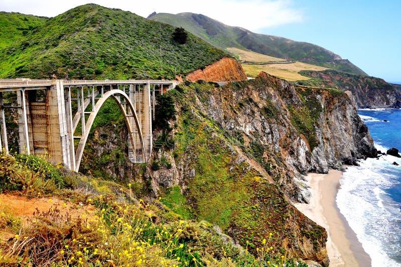 Puente de Bixby a lo largo de la carretera de la Costa del Pacífico en California fotos de archivo