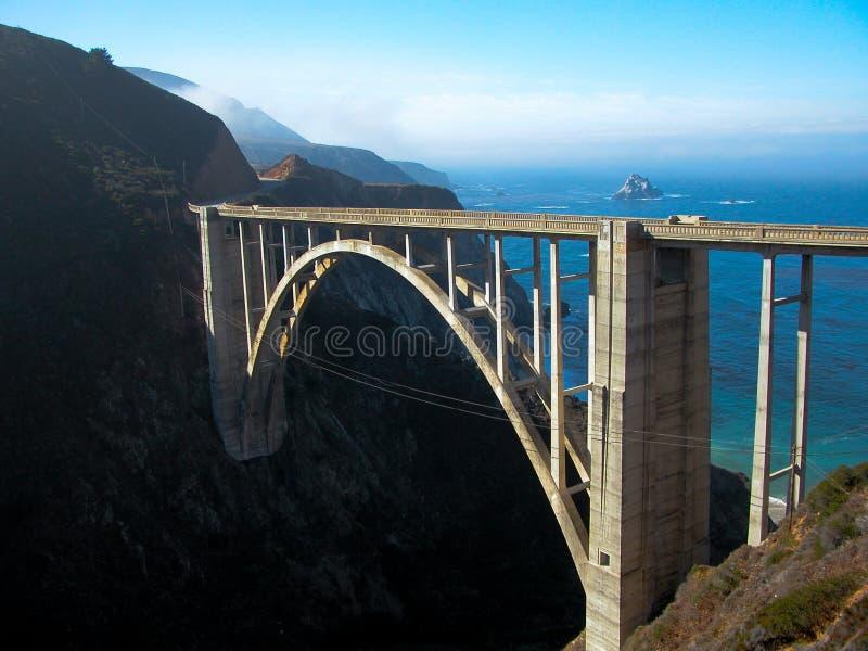 Puente de Bixby y más allá imagen de archivo libre de regalías