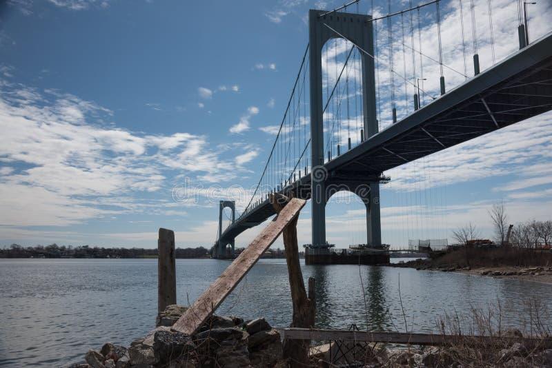 Puente de Bronx-Whitestone que conecta Bronx con el Queens en New York City foto de archivo libre de regalías