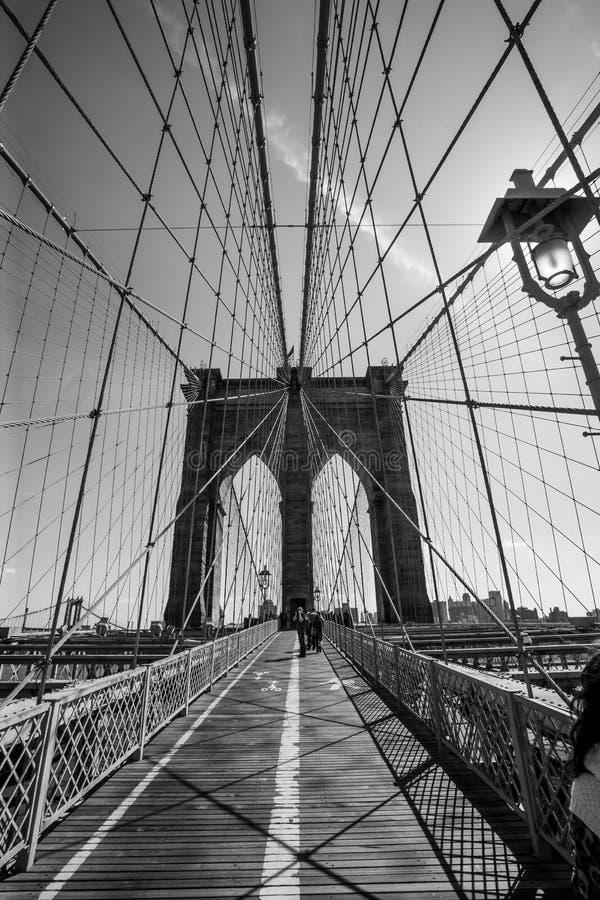 Puente de Brooklyn blanco y negro foto de archivo libre de regalías