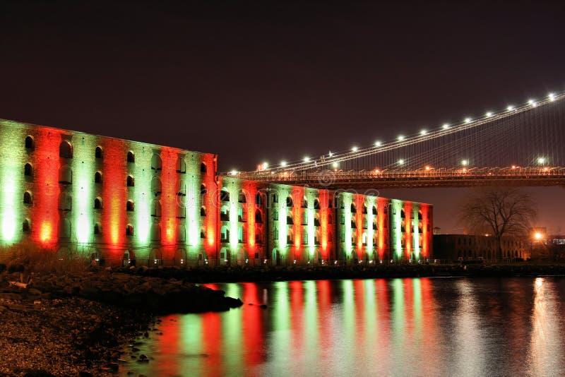 Puente de Brooklyn en la Navidad fotografía de archivo libre de regalías
