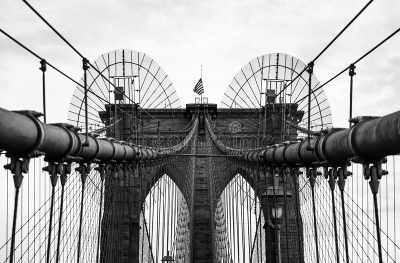 Puente de Brooklyn en monocromo, New York City, los E.E.U.U. foto de archivo