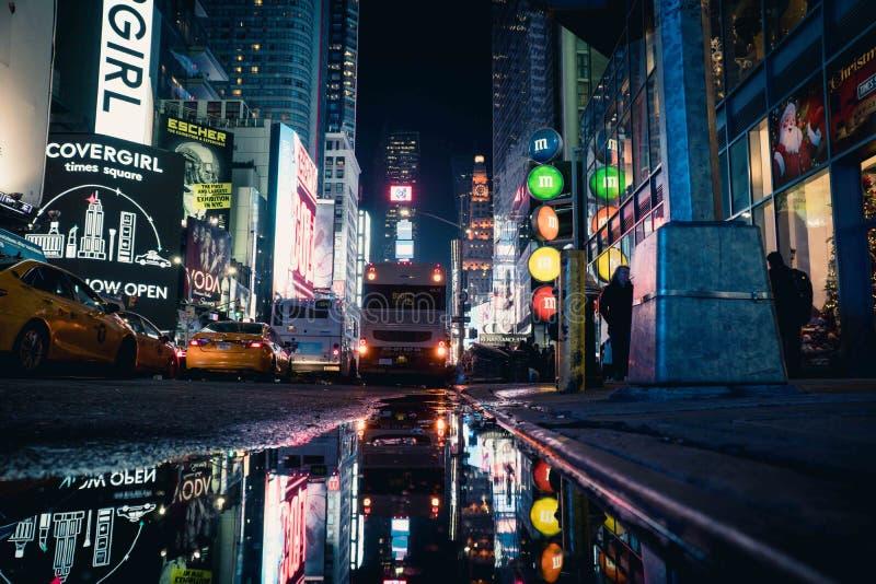 Puente de Brooklyn por noche fotografía de archivo libre de regalías