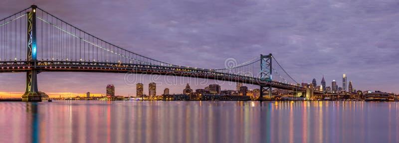 Puente de Brooklyn y el horizonte de Manhattan fotos de archivo libres de regalías