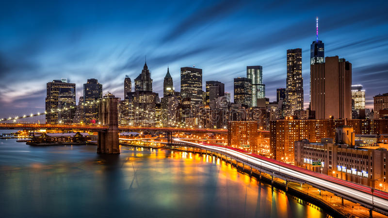 Puente de Brooklyn y el Lower Manhattan imagenes de archivo