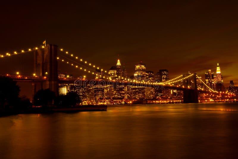 Puente de Brooklyn y Manhattan en la noche fotos de archivo libres de regalías