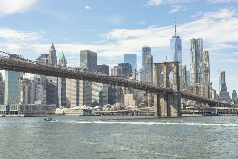 Puente de Brooklyn y vista del Lower Manhattan imágenes de archivo libres de regalías