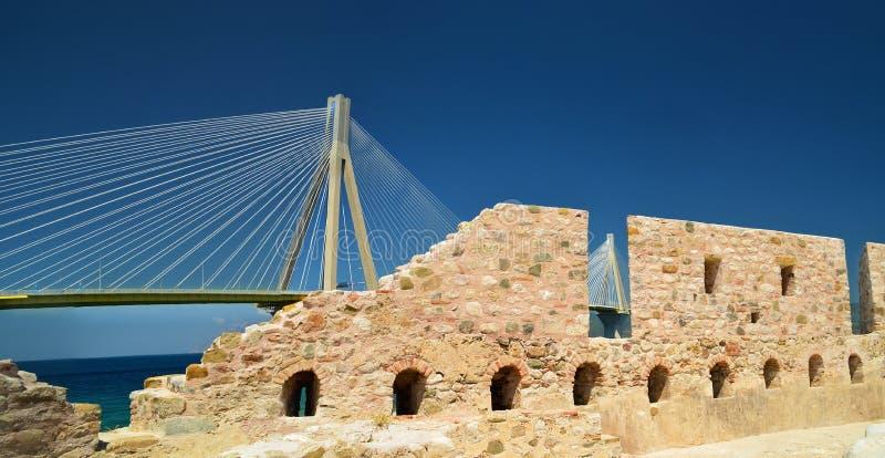 Puente de cable del antirio de Río en el patra Grecia foto de archivo