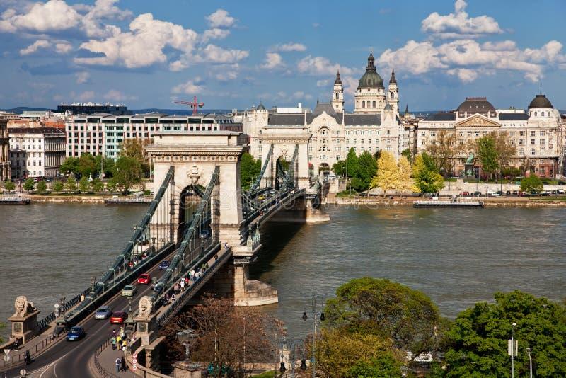 Puente de cadena sobre el Danubio - la Budapest foto de archivo