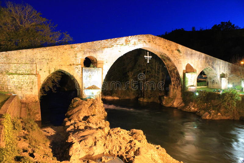 Puente de Cangas de OnÃs, Asturias, España fotos de archivo libres de regalías