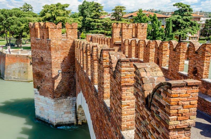 Puente de Castelvecchio, aka puente de Scaliger en Verona, Italia fotografía de archivo libre de regalías