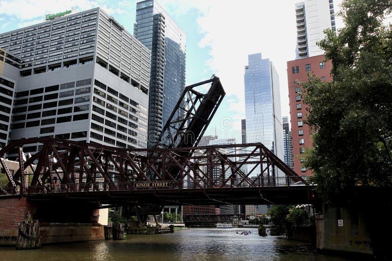 Puente de Chicago Kinzie foto de archivo