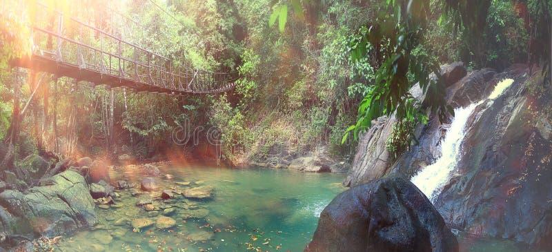 Puente de cuerda fotos de archivo
