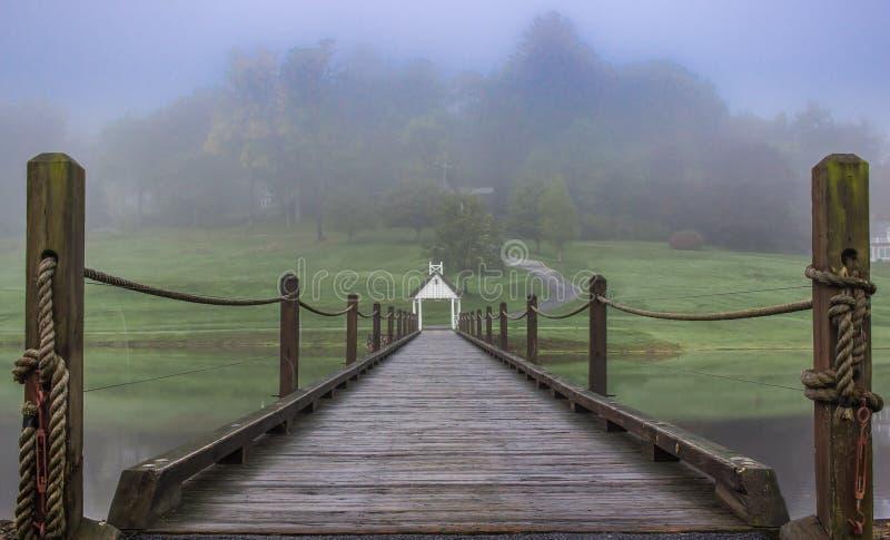 Puente de cuerda a través foto de archivo libre de regalías